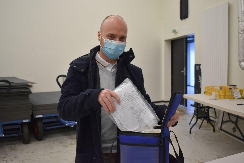 >> Portrait : un biologiste sur le front du virus << 👇 #Lormont #portrait #testpcr #covid19 #confinement #biolab #laboratoire #villedelormont lormont.fr/actualites-109…